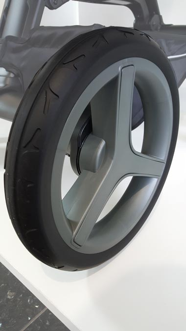 Detalle de rueda de carrito de goma técnica